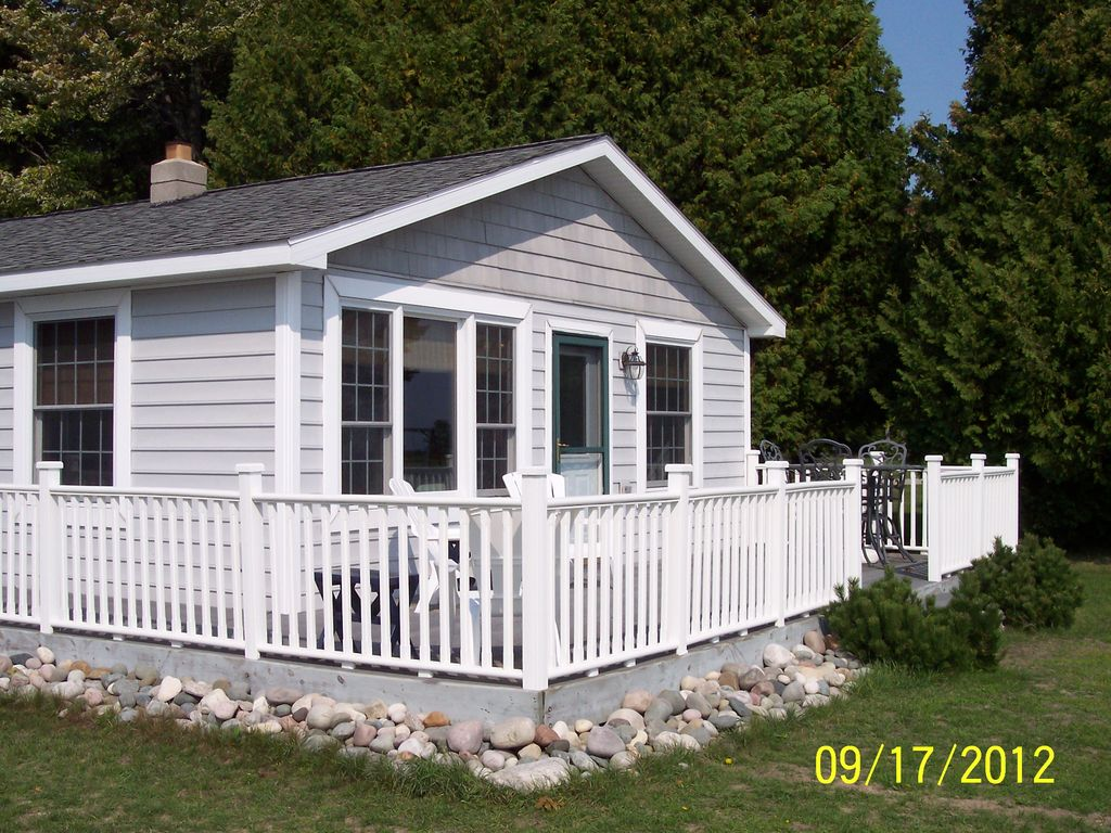Harrisville vacation rental vrbo 454129 2 br northeast cottage in mi beachfront home with for 10 bedroom vacation rentals in michigan