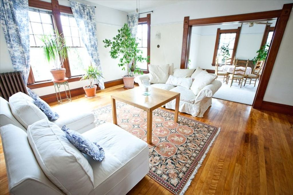 Victorian townhouse spacious and bright vrbo for Living room with lots of seating