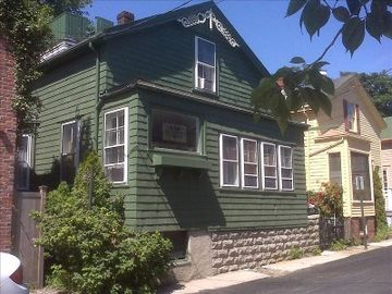Newport cottage rental - The front of the house from the street