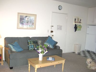Montauk studio rental - Sofa and Entrance to Studio