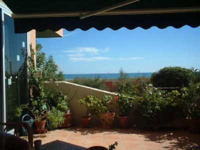 Spacious Seafront Apartment with Terrace (25m2)