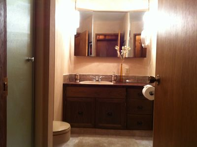 Shuswap Lake cabin rental - Second Bathroom