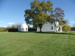 Cozy Country Farmhouse Renovated Updated Great Location In The Valley
