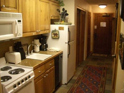 Fully equipped kitchen w/ refrigerator, dishwasher, stove, oven