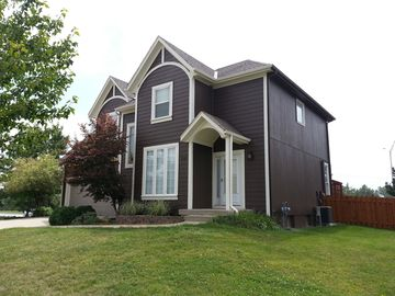Olathe house rental - Fenced in Backyard, BBQ on the back Patio, Walk to Black Bob Park/Grocery Store