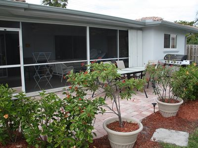 Pompano Beach villa rental - Dining and BBQ/outdoor kitchen