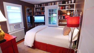 Downstairs bedroom, cozy warm inviting with huge flatscreen tv and great bed.