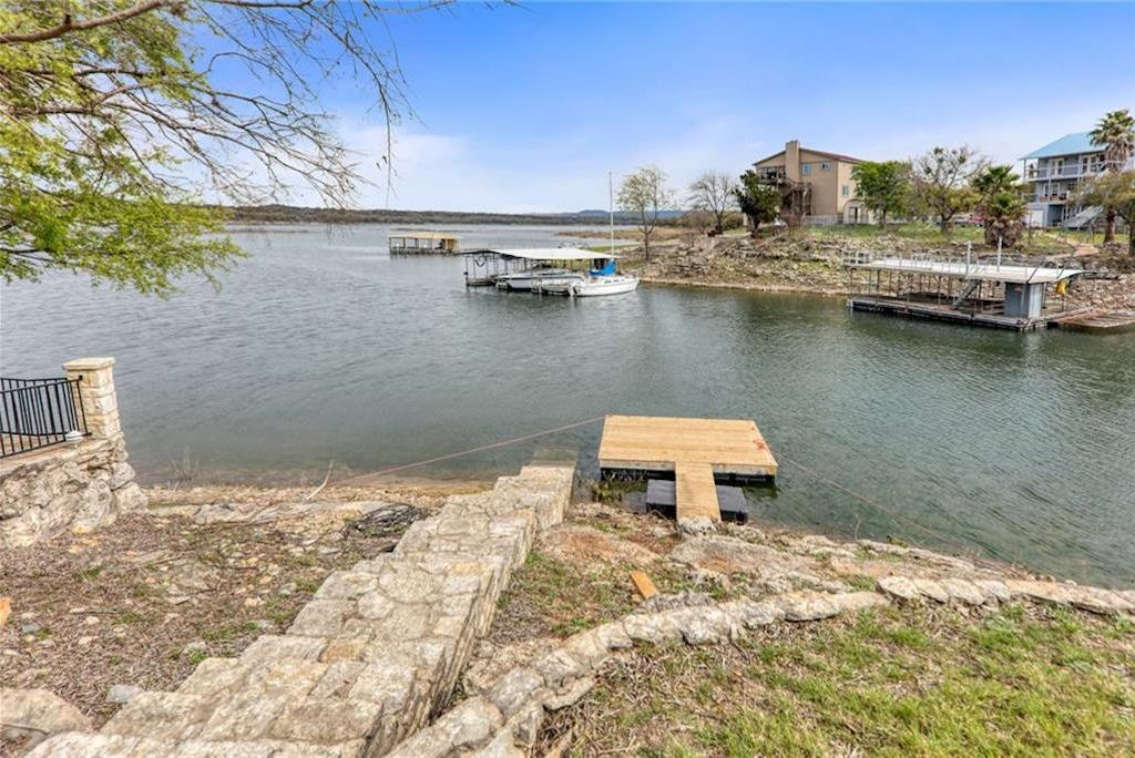 Waterfront on Lake Travis! Swim, Fish, Boat all at your doorstep!