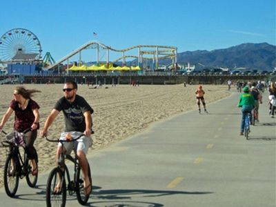 Bike Path to Santa Monica Pier and Amusement Park