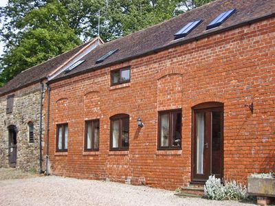 CORN HOUSE, pet friendly, with a garden in Cardington, Ref 1021