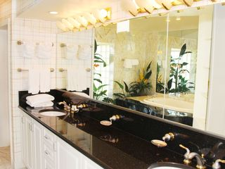 Grand Cayman condo photo - Luxurious space defines Master bath