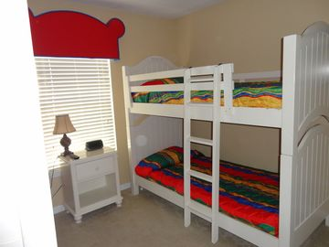 Bunk Bedroom with 2 sets of bunks sleeps4!