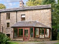 THE WOODLAND LODGE, pet friendly in Burton-In-Lonsdale, Ref 794