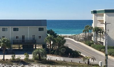 GULF VIEWS NEW REMODEL LOOK@REVIEWS! HEATED POOL,END UNIT DEC & JAN DATES AVAIL!