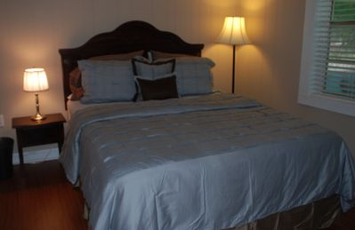 Queen bed with deluxe linens and plenty of pillows