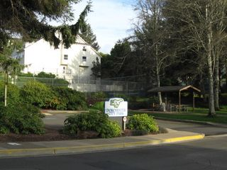Lincoln City house photo - Tennis courts and park 2 blocks away.