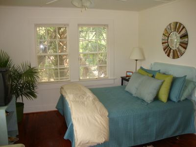 The River Room - Queen bed/DirecTv, ceiling fan. May glimpse river at high tide