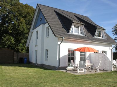 Beautiful sunny holiday house with 3 bedrooms and large garden near the beach
