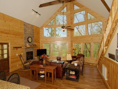 *Luxury Log Cabin,2Kings, 4400'EL,Long View,Creek,Pets,WIFI,4TVs,Paved RD