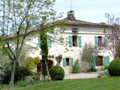 Character farmhouse on the wine-producing hillsides of Gaillac, Tarn Valley