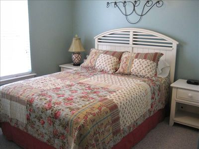 Guest Room 2 - Queen Bed