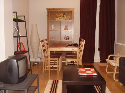 Central and very cozy apartment, commercial area very close, very bright,