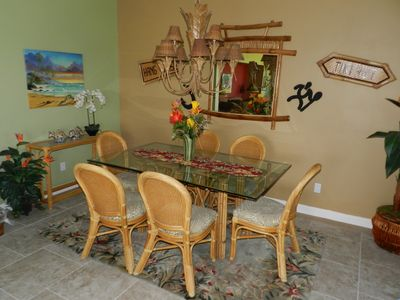 Dining for 6 in our beautiful dining room- Hawaiian Art