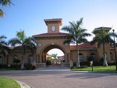 Main Entrance to Gardens at Beachwalk