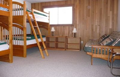 Bedroom with 2 bunks and futon
