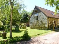 WILLOW COTTAGE, pet friendly, with a garden in Yafford, Ref 3811