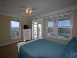 Fort Morgan property rental photo - This Queen Master Suite is on the 3rd floor and overlooks the Osprey Pool.