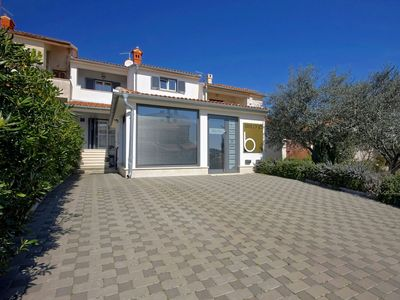 Modern villa with terrace, barbecue and parking