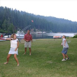 The lawn and the bay - Enjoy badminton, croquet, swimming, fishing, boating