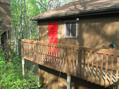 "Beautiful ""Treehouse""  2-Bedroom Condo just inside Lake Cumberland State Park !!"