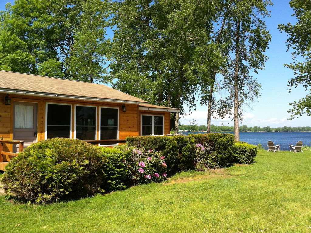 South hero holiday cabin newly renovated immaculate lakefront for Lake champlain cabins and cottages