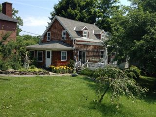 Coxsackie farmhouse photo - view of house and garden