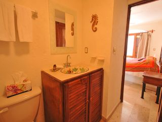 Playa del Carmen condo photo - Master bathroom.