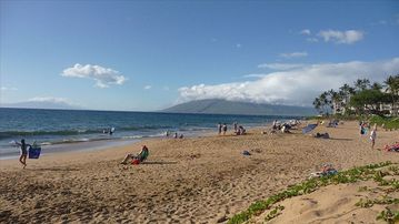 Kihei condo rental - Kamaole II beach - 240 paces from condo front door