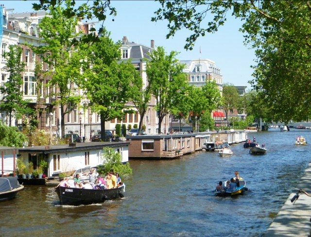 Luxury amsterdam canal houseboat 2 br vacation house boat for Houseboats for rent in california