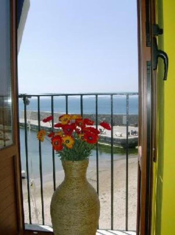Enchanting house on the beach of the ancient port, in the historic city center