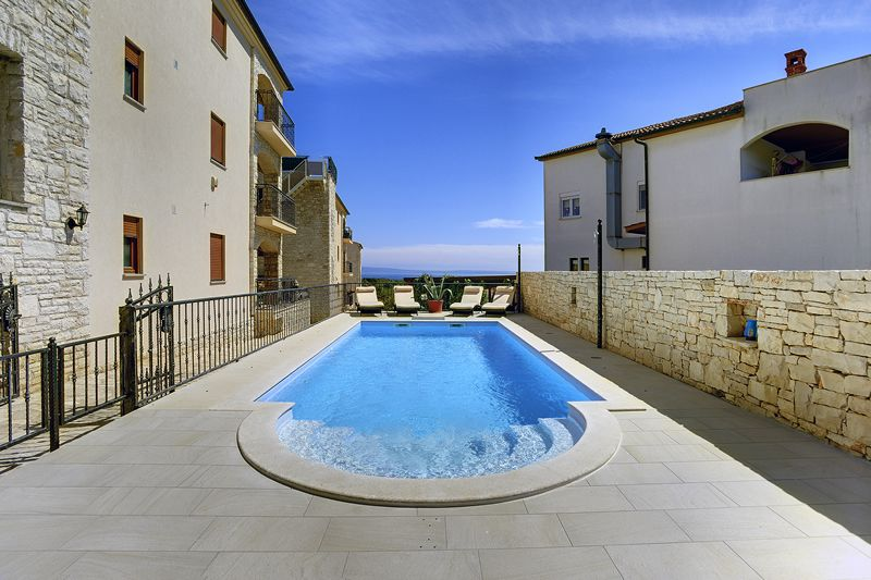 Air-conditioned accommodation, close to the beach, Liznjan