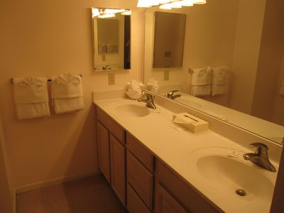 Sandestin townhome rental - Double Vanity in Master Bath