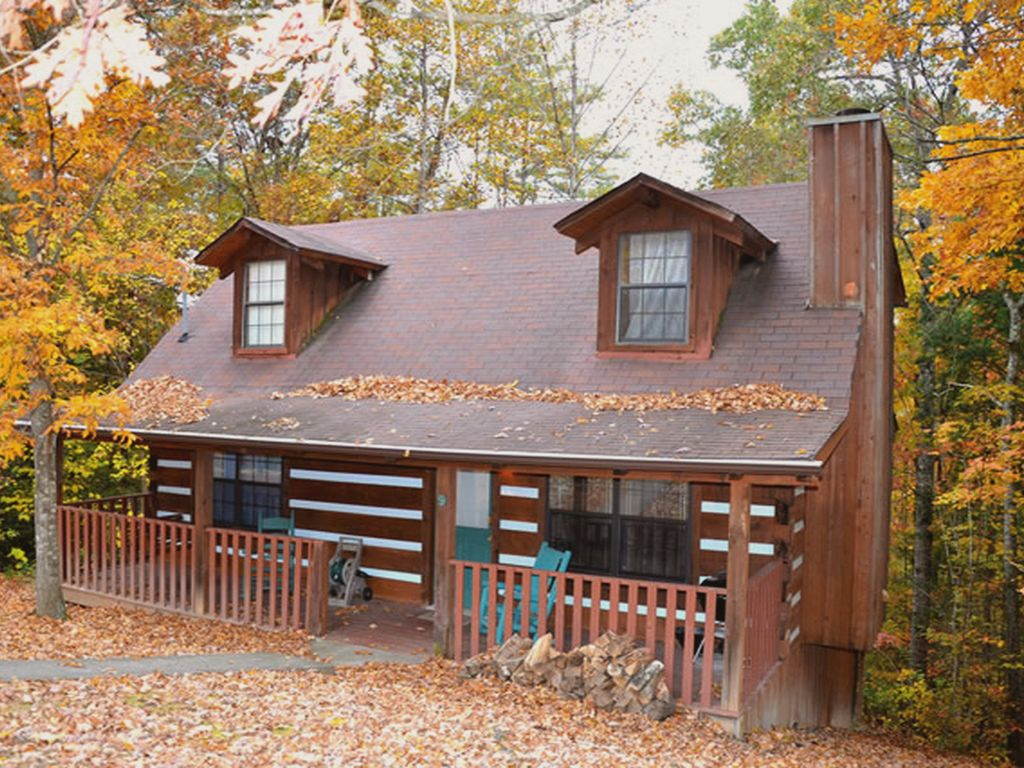 Emerald woods 2 bedroom 2 bath log cabin vrbo for Two bedroom log homes