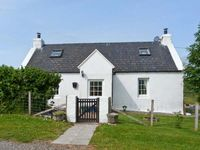 BRIDGE COTTAGE, pet friendly, with a garden in Portree, Ref 27278