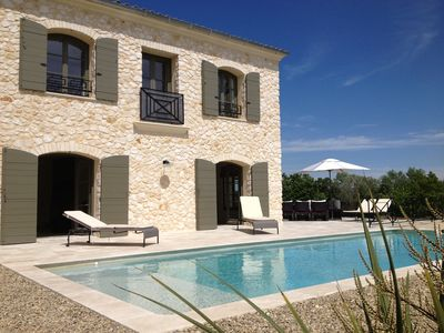 Uzes, 8 km, 2 stone villas with pool and garden with view