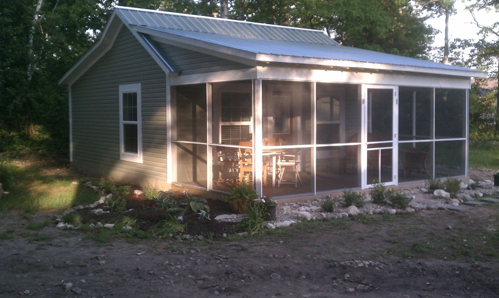 Charming 1 bedroom cottage in mackinaw city vrbo for Cabin rentals mackinaw city