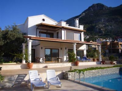 (Text automatically translated) luxurious villa overlooking the fishing village and the bay of Kalkan