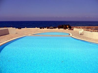 Chlorakas villa rental - Beautiful communal pool right on the ocean
