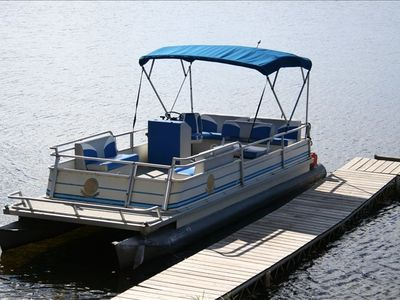 The 25' Pontoon Boat that is included in the rental