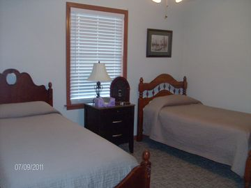 3rd Bedroom with twin beds (lower level)